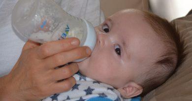 cara pujuk anak minum susu botol, doa supaya anak minum susu botol , cara melatih anak minum susu formula , anak reject botol susu, anak setahun tak nak susu botol , cara mengajar anak minum susu formula , bayi susah minum susu botol , botol susu untuk bayi 3 bulan